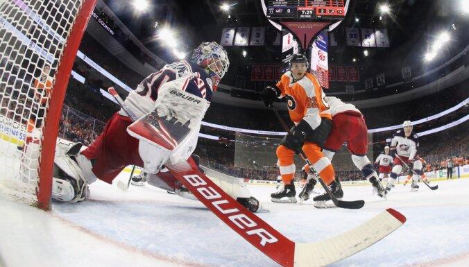 Merzļikins turpina pretendēt uz NHL sezonas izcilāko momentu