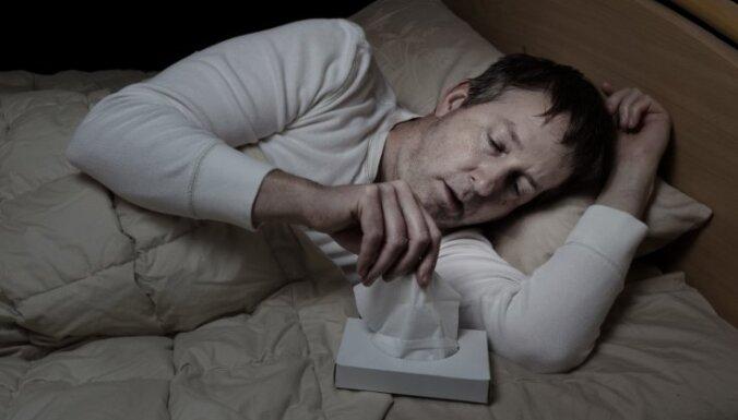 Astoņi iemesli, kāpēc naktī ķermeni pārklāj sviedri
