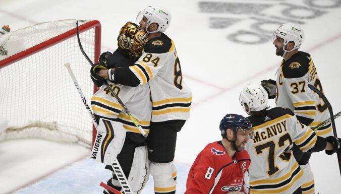 'Bruins' izslēdz 'Capitals' no NHL izslēgšanas spēlēm