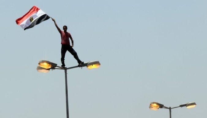 Ēģiptes islāmistu organizētos protestos pulcējušies desmitiem tūkstoši cilvēku