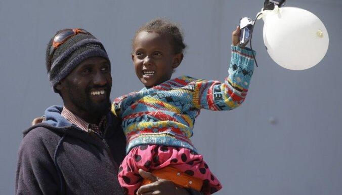 Беженцев в Латвии могли бы принять приемные семьи