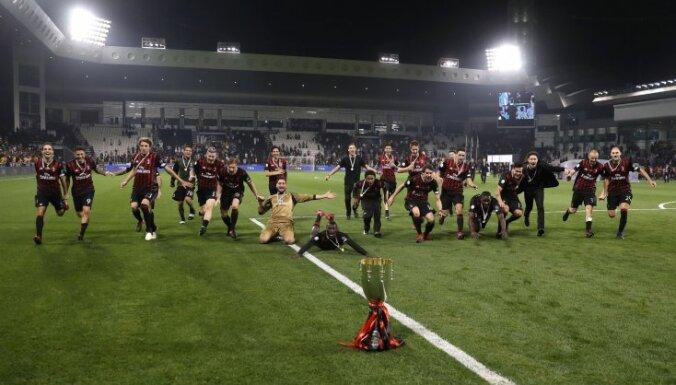 Milan players celebrate winning Super Cup