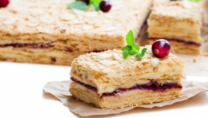 No 'Napoleona' līdz 'Pavlovai': 9 leģendām apvītas tortes, ko vari pagatavot mājās