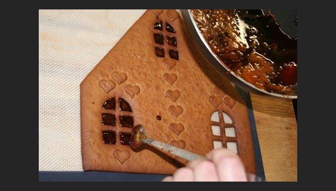 Kā pagatavot piparkūku māju - ceļš no mīklas līdz mājas celtniecībai