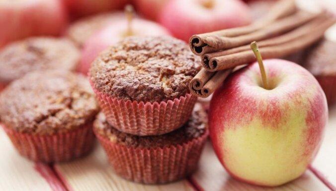 Veselīgie auzu kliju - ābolu mafini