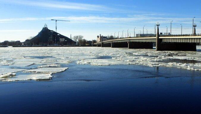 Ledus biezums Lielupē sasniedz 40, Daugavā - 46 centimetrus