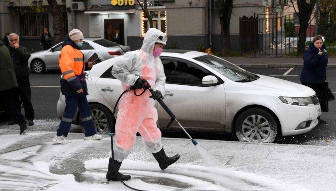 Covid-19: Krievijā divas trešdaļas tic vīrusa radīšanai laboratorijā