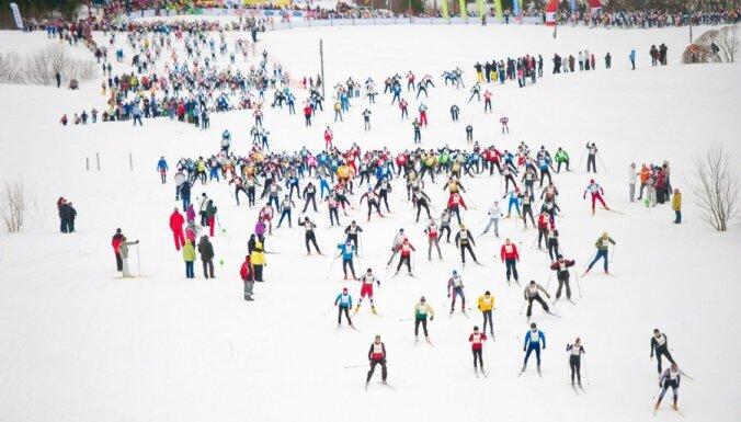 Slikto laika apstākļu dēļ atceļ populārās slēpošanas sacensības 'Apkārt Alaukstam'