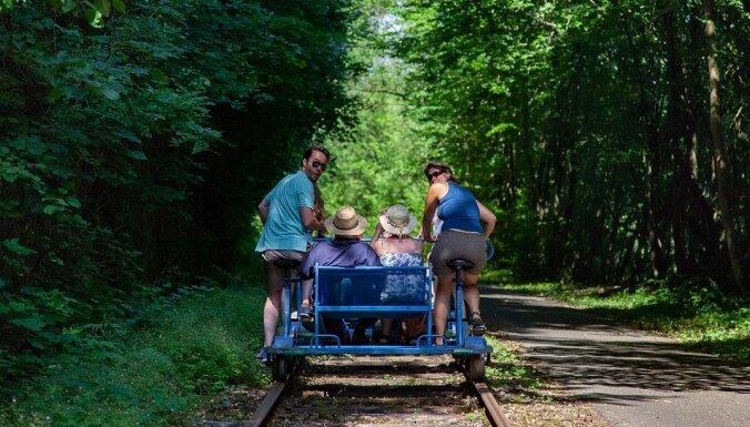 Uzstādot sliežu velosipēdu, attīstīs bijušo šaursliežu dzelzceļa līniju Zilākalnā