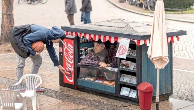 Video: 'Coca-Cola' radījusi īpaši mazus kioskus