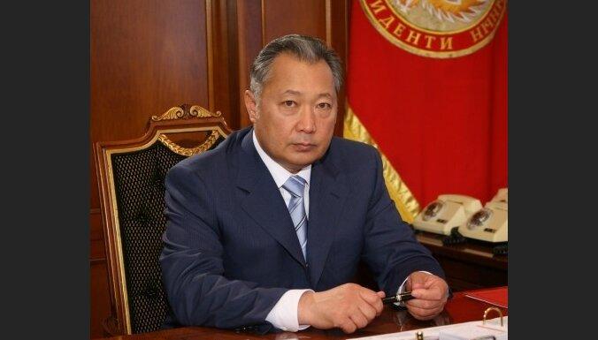 Оппозиция: президент Киргизии подал в отставку