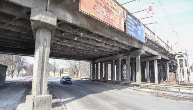 Brasas tiltu uz ziemu, visticamāk, iekonservēs, bet blakus tam atvērs dzelzceļa pārbrauktuvi