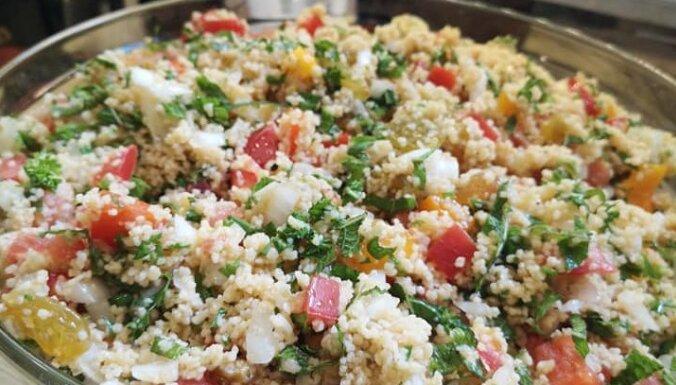Vasarīgie un aromātiskie kuskusa salāti libāņu gaumē