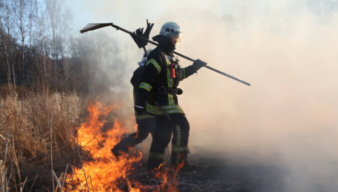Valstī šogad dzēsti jau teju 1000 kūlas ugunsgrēki