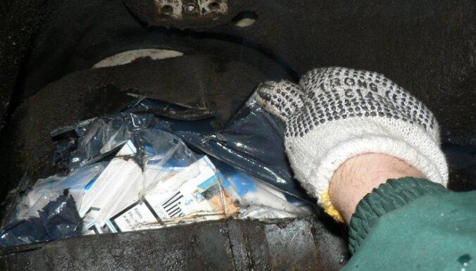 VID automašīnas riteņos atklāj 43 tūkstošus kontrabandas cigarešu