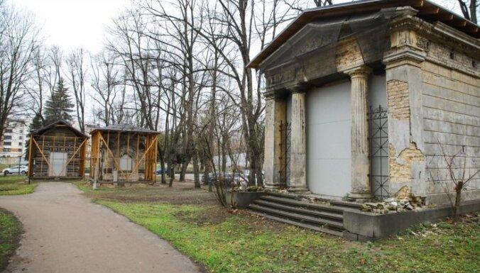 На Большом кладбище в Риге найдена уникальная старинная могильная плита