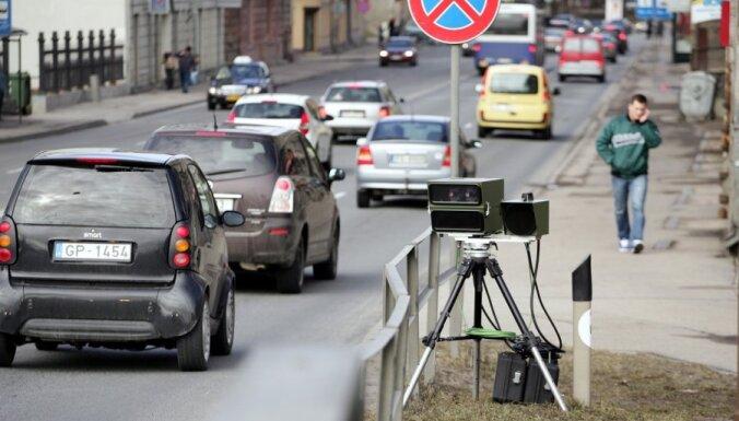 Iedzīvotāju iniciatīva 'Fotoradari 15+' sasniedz Saeimu