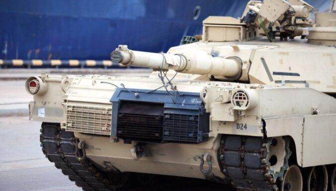 Латвия начала переговоры с США о размещении тяжелой военной техники