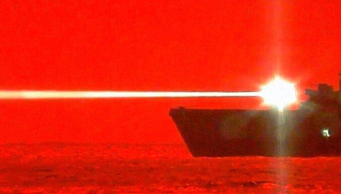 Video: ASV karakuģis lāzerieroča testā notriec dronu