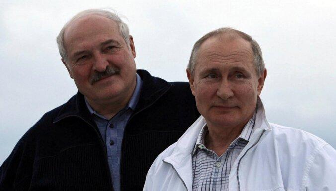 Baltkrievijas un Krievijas Apvienotā valsts būtu drauds Ukrainai, pauž Zelenskis