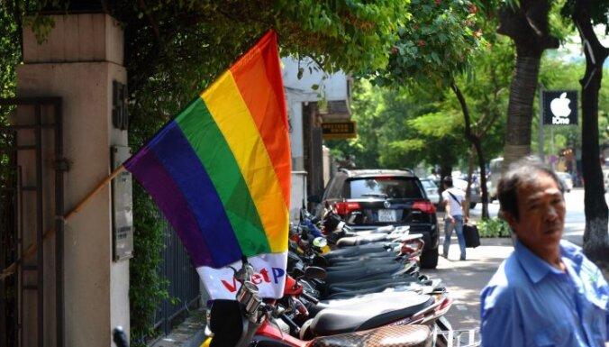 Экс-министр: правительство и Сейм стремятся легализовать однополые связи