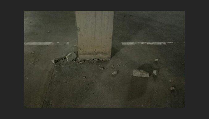 ФОТО: Жильцы новостройки в Межциемсе бьют тревогу, стройуправа не видит угрозы
