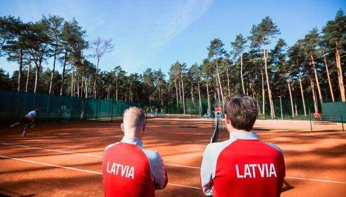 Latvijas tenisa izlase nodrošina uzvaru Deivisa kausa duelī pret Melnkalni