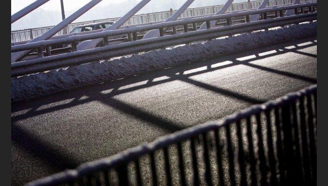 Мужчина получил травмы, спрыгнув с Вантового моста