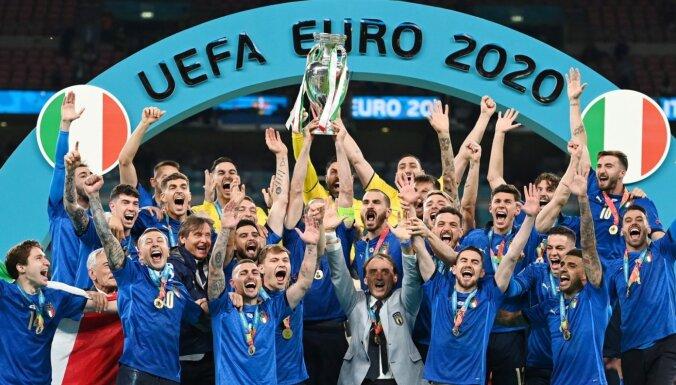 Itālijas futbolisti dramatiski izcīna savu otro Eiropas čempionu titulu