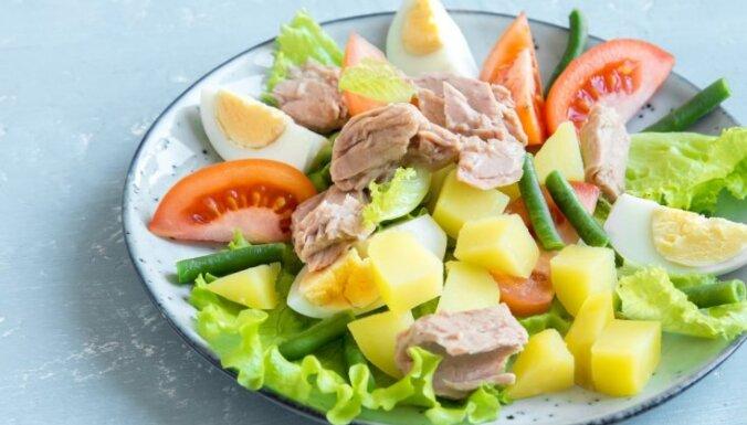 Салат из молодой картошки с тунцом и яйцом