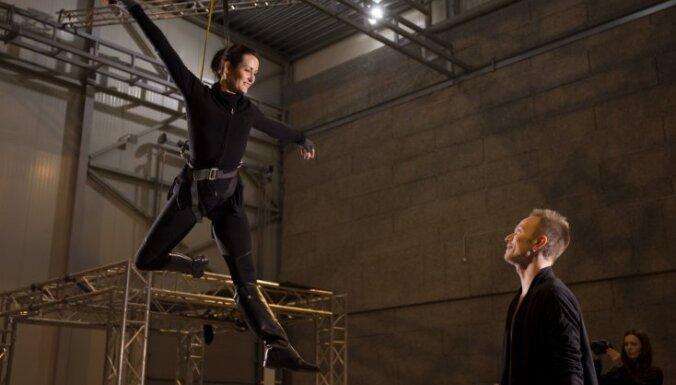Foto: Reiņa Sējāna un Elzas Leimanes kopdarba 'Vārna' mēģinājumi