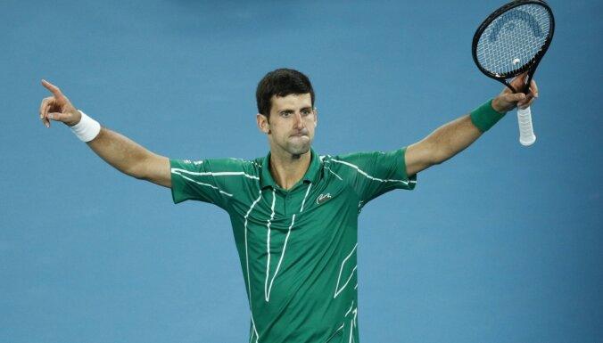 Džokovičs četru stundu trillerī astoto reizi triumfē 'Australian Open'