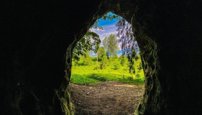 ФОТО. Церковь, пещера, гигантский камень и источник: Летняя прогулка по Кубесельской природной тропе длиной 3,6 км