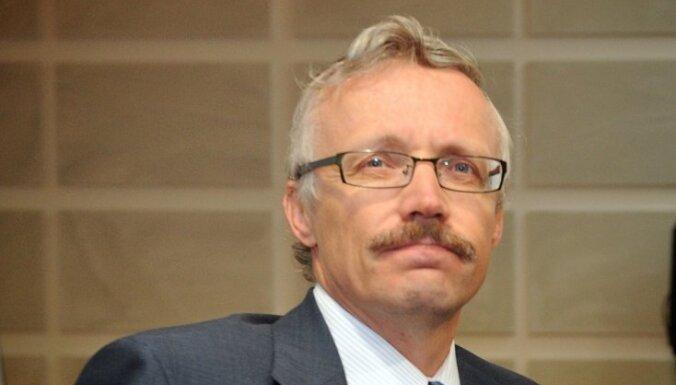 Krastiņš: tās ir pasaciņas, ka, noslēdzot starptautiskā aizdevuma programmu, Latvija sāks dzīvot neatkarīgi