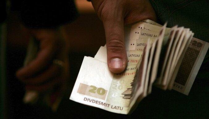 Deputātiem šogad ik mēnesi kompensācijās izmaksāti 17 tūkstoši latu