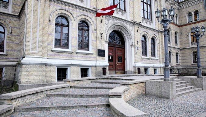 Valdība atbalsta Izglītības un zinātnes ministrijas mierizlīguma piedāvājumu strīdā ar LU