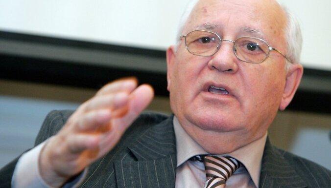 Gorbačovs iesaka Putinam aiziet no varas