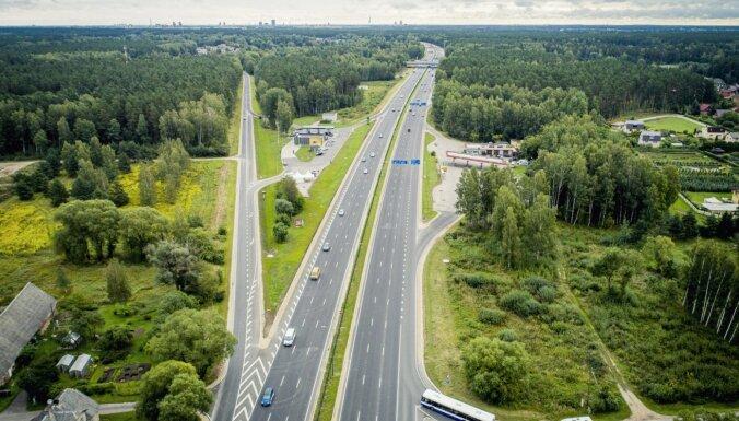 ФОТО: реновированное Юрмальское шоссе стало первым местом в Латвии, где разрешено ехать 110 км/ч
