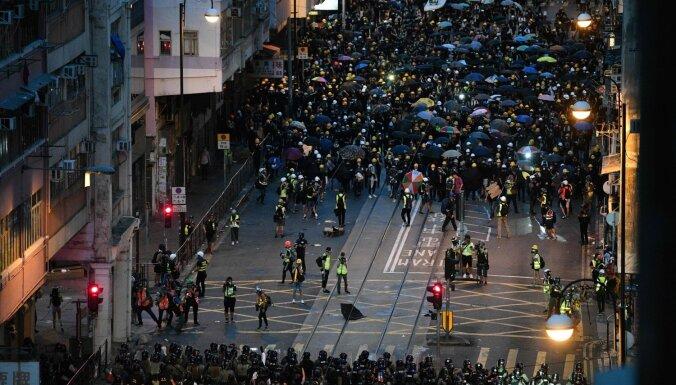Ķīna protestus Honkongā nosauc par 'briesmīgiem incidentiem'