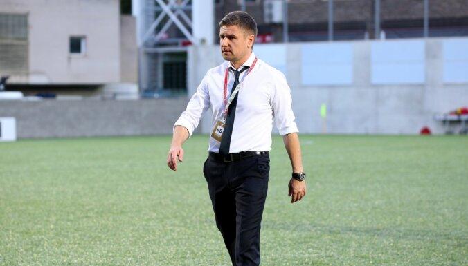 Latvijas futbola izlases trenerim Marianam Paharam konstatēts Covid-19