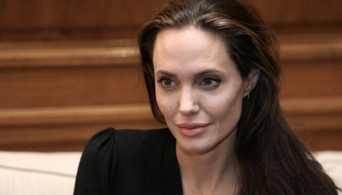 Анджелину Джоли эвакуировали со съемок фильма из-за бомбы