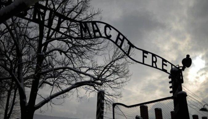 Izraēliešu studente mākslas projekta vajadzībām nozog priekšmetus no Aušvicas koncentrācijas nometnes