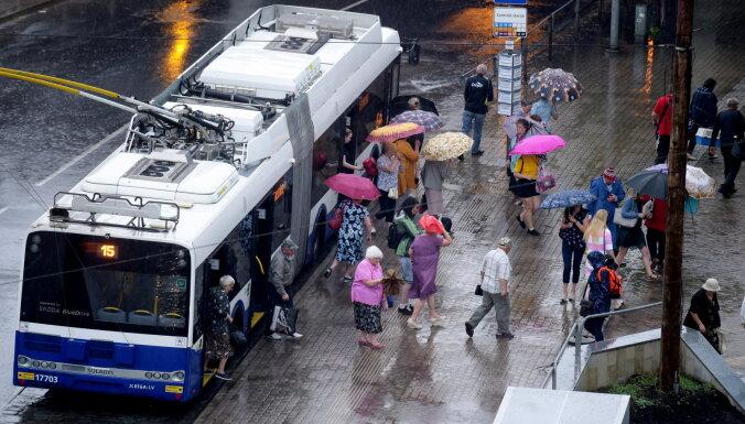 На нескольких маршрутах возобновлена посадка в общественный транспорт только через передние двери
