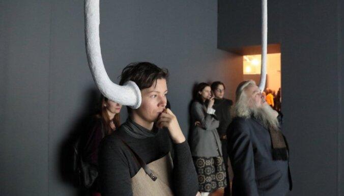 Foto: Atklāta simtgadei veltīta laikmetīgās mākslas izstāde 'Nākotnes valsts'