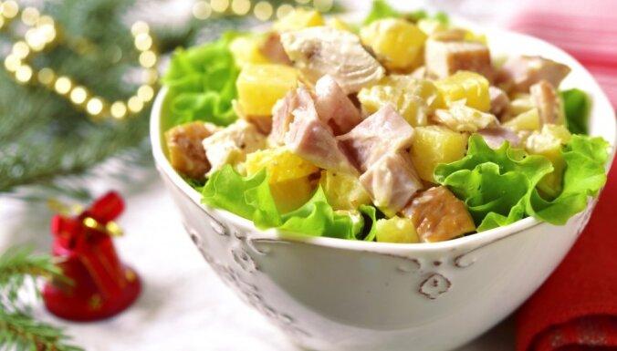Ātrie salāti ar šķiņķi, ananasiem un sieru