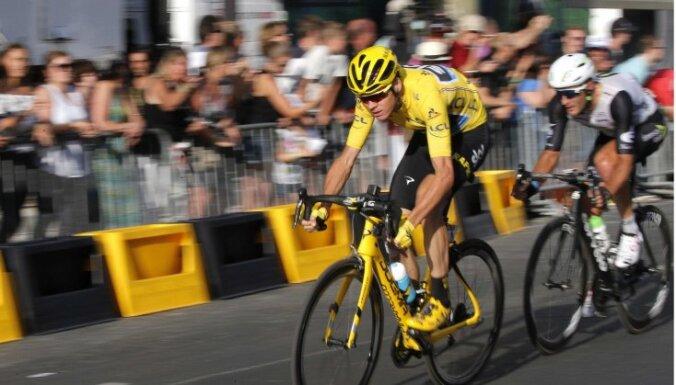 """Британец Фрум стал трехкратным чемпионом многодневки """"Тур де Франс"""""""