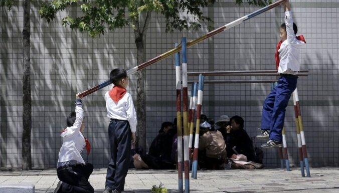 Ziemeļkorejas sankciju dēļ 60 000 bērnu draud bada nāve