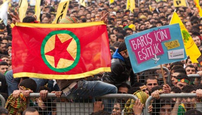 Tūkstošiem kurdu Stambulā pieprasa separātistu līdera atbrīvošanu