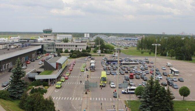 """Правительство ужесточило требования к такси, работающим у аэропорта """"Рига"""""""