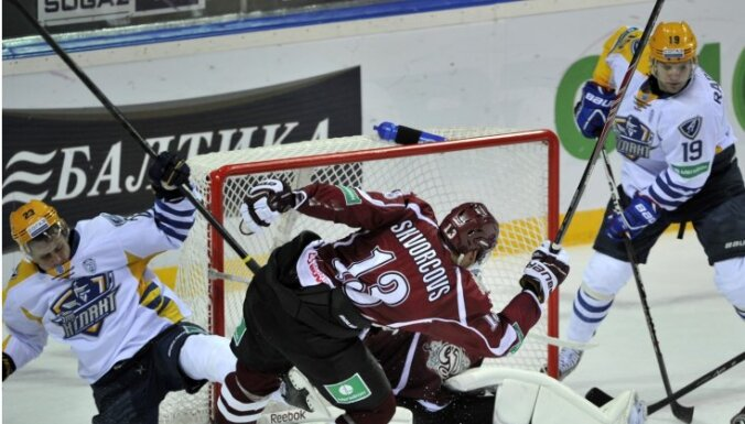 Rīgas 'Dinamo' uzvar gada pēdējā spēlē un Ābola juniora debijā